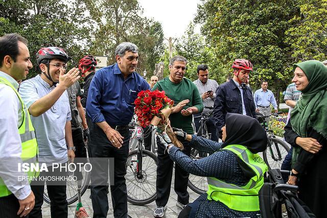 هم رکابی حناچی و قبادی دانا با معلولان در پارک شهر