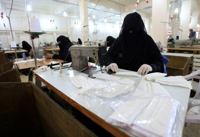 خبرنگاران سهم زنان یمنی در مهار کرونا، مسابقه با زمان برای آماده سازی ماسک