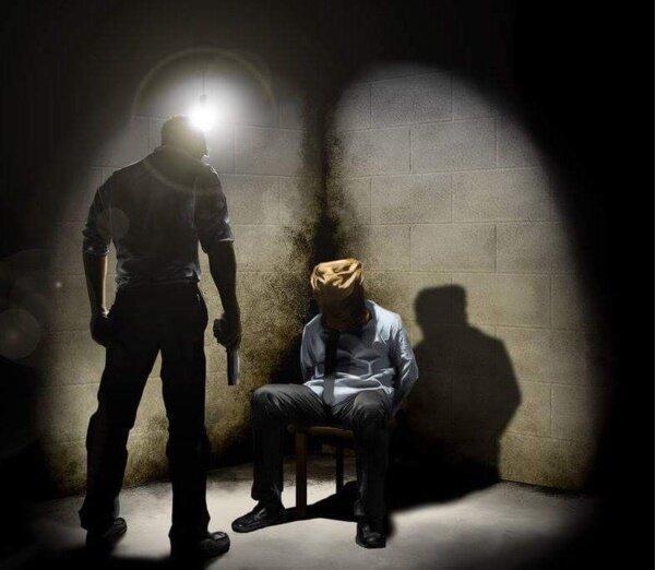 آدم ربایی در روز روشن ، آدم ربایان با خودروی مجهز به چراغ گردانِ پلیس یک نفر را ربودند