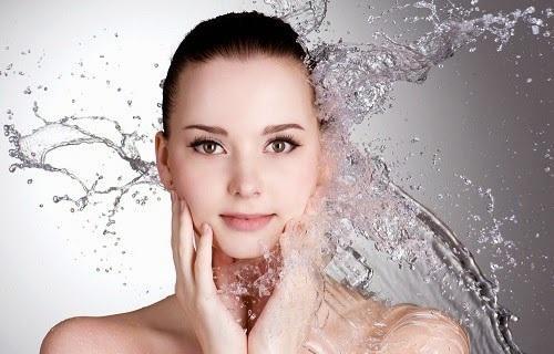 14 روش برای آبرسانی و هیدراته کردن پوست صورت