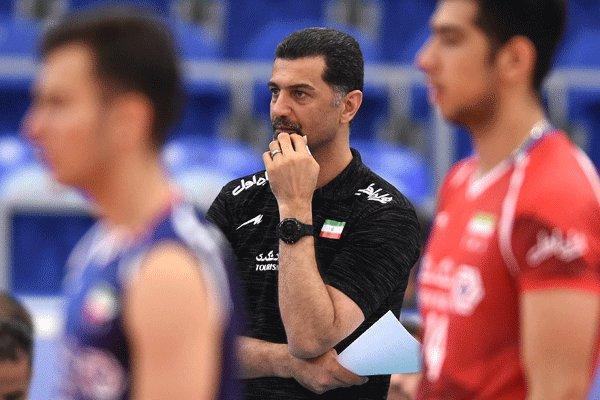 دلایل پذیرش سرمربیگری دو تیم ملی، باید به مربی ایرانی فرصت داد